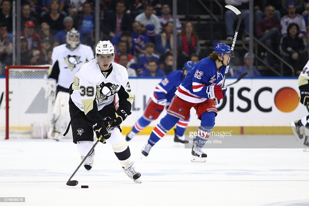 NHL: APR 18 Round 1 - Game 2 - Penguins at Rangers : News Photo