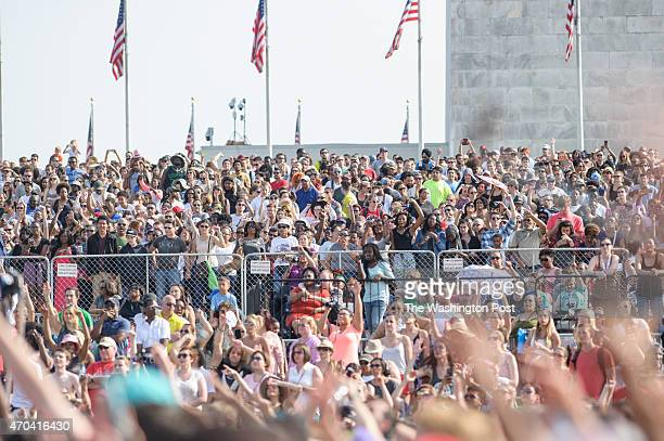 C April 18th 2015 Crowds gather at the base of the Washington Monument at the Global Citizen 2015 Earth Day concert on the National Mall in...