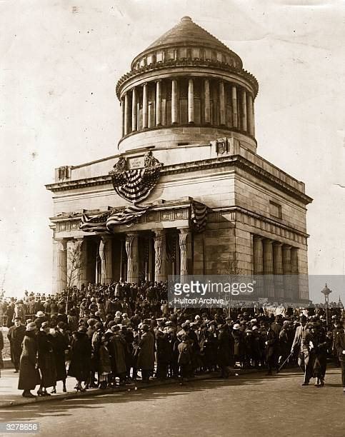 Crowds gathered at the tomb of the American General and 18th president of the United States Ulysses S Grant on Riverside Drive New York to...