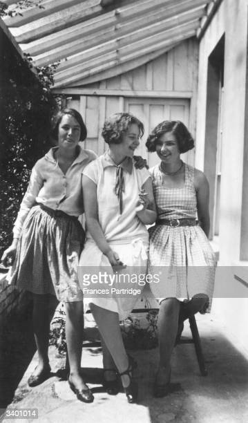 From left to right Vivien John Pansy Lamb and Poppet John Vivien and Poppet are daughters of painter Augustus John