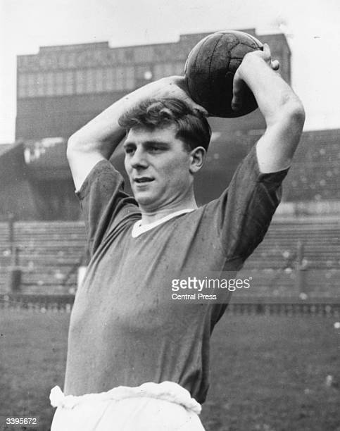 Manchester United footballer Duncan Edwards throwing in the ball.