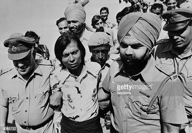 Ram Bulchand Lalweni being led to court after his failed assassination attempt on the life of Indian Prime Minister Indira Gandhi