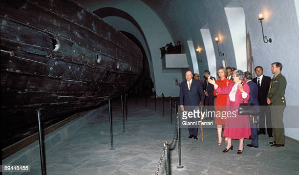 April 1982 Oslo Norway Official visit of the Kings of Spain Juan Carlos I and Sofia to Norway The Kings of Spain in the Museum KonTiki