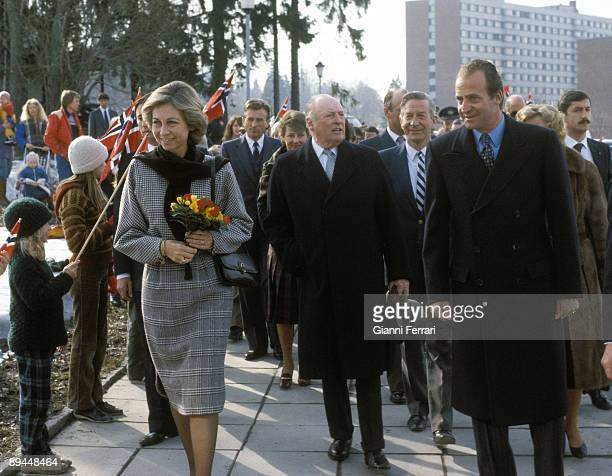 April 1982 Oslo Norway Official visit of the Kings of Spain Juan Carlos I and Sofia to Norway Kings of Spain walking the streets of Oslo with King...