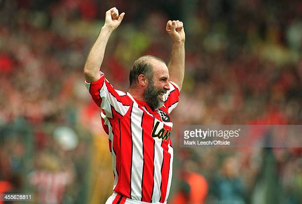 03 April 1993 FA Cup semifinal Sheffield United v Sheffield Wednesday Alan Cork celebrates after scoring for United