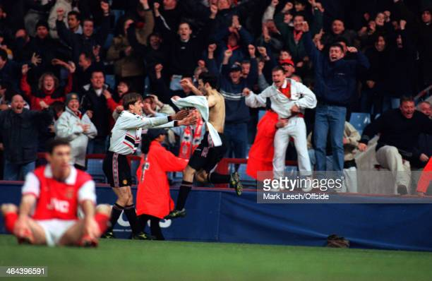 14 April 1999 FA Cup Semi Final Replay Manchester United v Arsenal FC Ryan Giggs of Manchester United runs into the arms of Phil Neville with his...