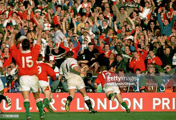 11 April 1999 Wembley Six Nations Rugby Wales v England Scott Gibbs goes over for a dramatic late try for Wales and the Welsh fans celebrate