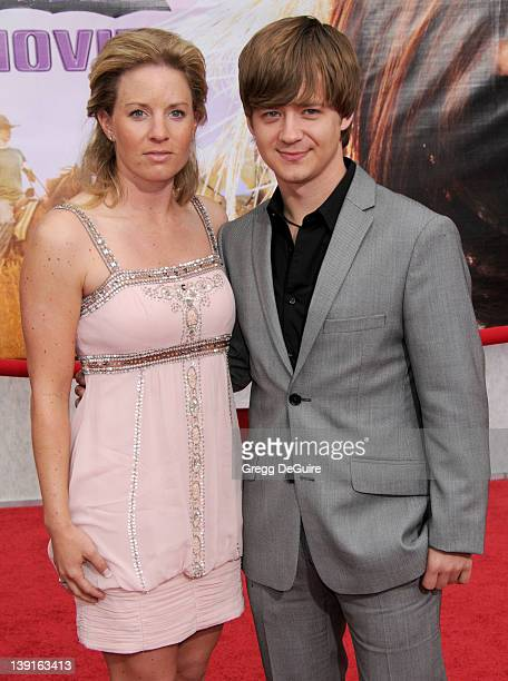 April 2 2009 Hollywood Ca Jason Earles and Jennifer Earles Hannah Montana The Movie Los Angeles Premiere Held at El Capitan Theatre