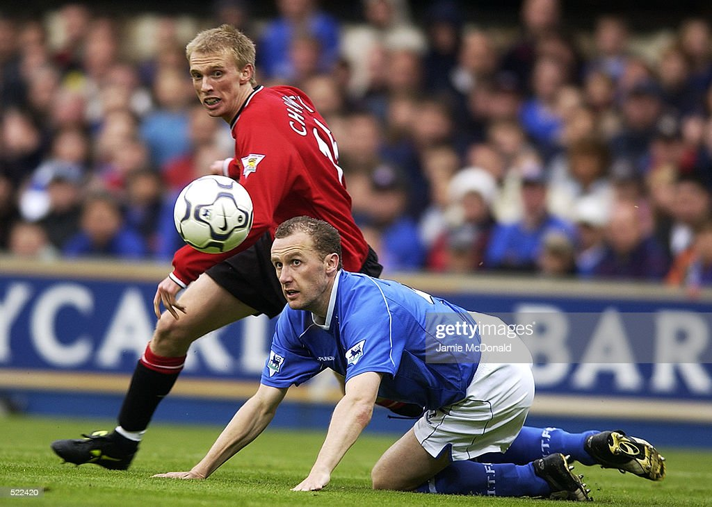 Luke Chadwick of Manchester United and John McGreal of Ipswich Town : News Photo
