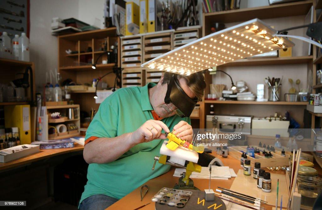 The model builder Lutz Hellmann working on a