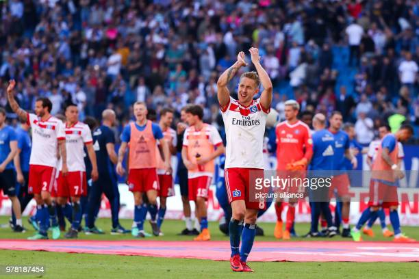 Football German Bundesliga Hamburg SV vs SC Freiburg at the Volksparkstadion Hamburg goalscorer Lewis Holtby and teammates thank the fans Photo...