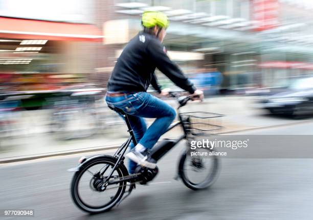 April 2018, Germany, Hanover: A cyclist on an e-bike on a bicycle road. The tuning of e-bikes poses new challegengers for the police. Photo:...