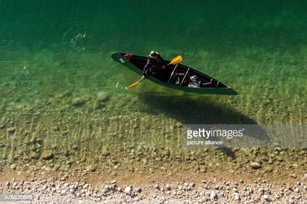A canoeist paddles his way into the heart of Sylvensteinstau Lake Photo Lino Mirgeler/dpa