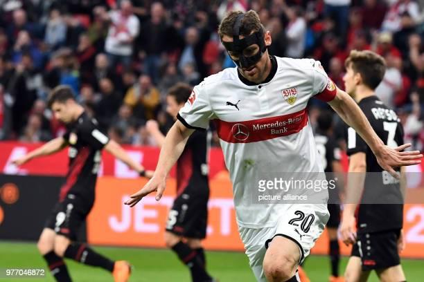 April 2018, Germany, Leverkusen: Soccer: Bundesliga, Bayer Leverkusen vs VfB Stuttgart, in the BayArena. Stuttgart's Christian Gentner celebrating...