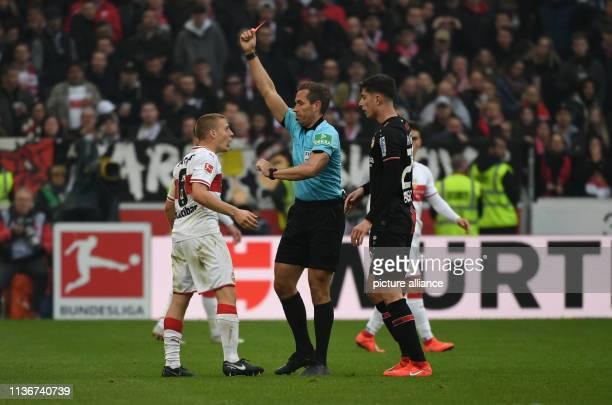 13 April 2019 BadenWuerttemberg Stuttgart Soccer Bundesliga VfB Stuttgart Bayer Leverkusen 29th matchday in the MercedesBenz Arena Referee Tobias...