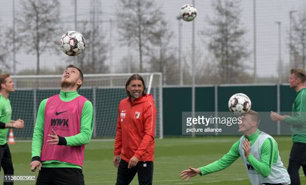Coach Martin Schmidt observes the players Andre Hahn Jeffrey Gouweleeuw Georg Teigl and JanIngwer CallsenBracker during training Schmidt is the new...