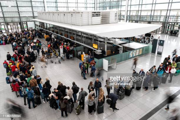 A long queue has formed in Terminal 2 of Munich Airport At the beginning of the Easter holidays in Bavaria it will be full on Bavaria's roads in the...