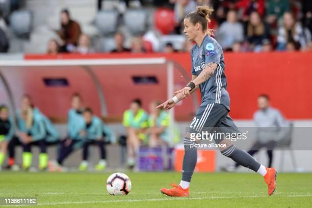 Football women Champions League Bayern Munich FC Barcelona knockout round semifinal first leg on the FC Bayern campus Simone Laudehr from FC Bayern...