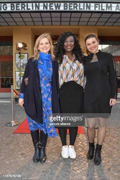 The actresses Tina Amon Amonsen Selma Buabeng and Katharina Wackernagel come to the premiere of the film Wenn Fliegen träumen at the film festival...