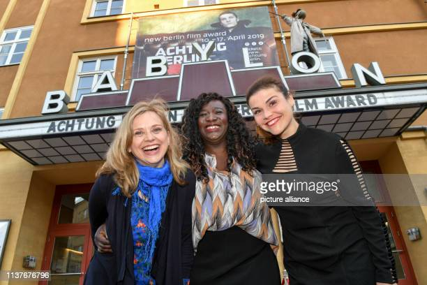 The actresses Tina Amon Amonsen Thelma Buabeng and Katharina Wackernagel come to the premiere of the film Wenn Fliegen träumen at the film festival...