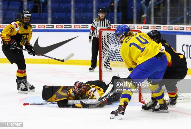 April 2019, Finland, Espoo: Ice hockey, women: WM, Germany - Sweden, preliminary round, group B, 1st matchday in the Metro Areena. Germany's...