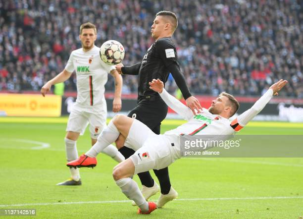 Soccer Bundesliga Eintracht Frankfurt FC Augsburg 29th matchday in the CommerzbankArena Frankfurt's Luka Jovic and Augsburg's Daniel Baier fight for...