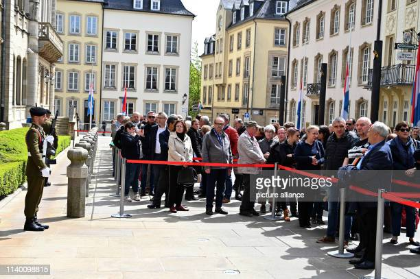Numerous people stand in front of the palace of the Luxembourg Grand Duke family to bid farewell to Luxembourg's former Grand Duke Jean The body was...