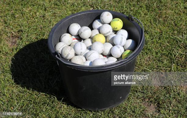 19 April 2019 MecklenburgWestern Pomerania RibnitzDamgarten A bucket of golf balls stands on a meadow At a golf taster course for beginners on the...