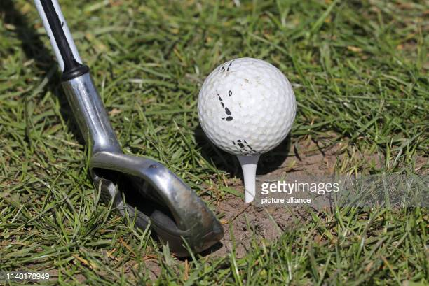 19 April 2019 MecklenburgWestern Pomerania RibnitzDamgarten During a taster course for beginners on the golf course Zum Fischland the participants...
