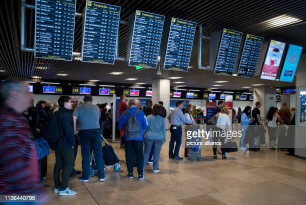Airport Security Staff Photos et images de collection ...