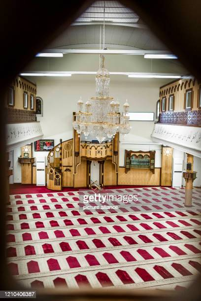 April 2020, Berlin: View into the prayer room of the Dar-Assalam-Mosque in the district Neukölln. Common rituals are important for Muslims during...