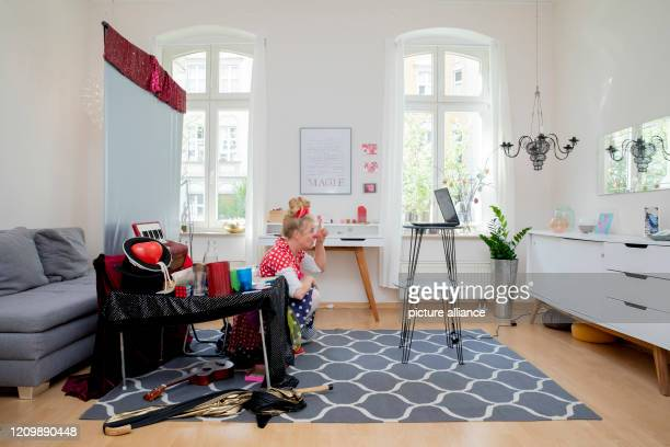 Clinic clown Vitamins from the association Lachen hilft bourgeois Ute von Koerber appears in her apartment at the virtual clown consultation with...