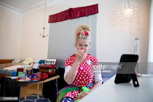 Clinic clown Vitamins from the association Lachen hilft bourgeois Ute von Koerber puts on the clown nose in her apartment in front of the virtual...