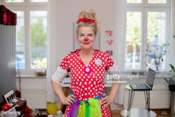 Ute von Koerber clinic clown Vitamins from the Potsdam association Lachen hilft is standing in front of a virtual clown consultation in her apartment...