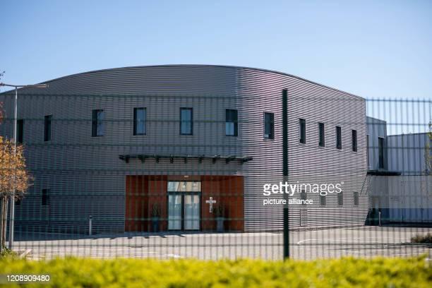 "April 2020, France, Mulhouse: The parish hall of the evangelical community ""Porte Ouverte Chrétienne"" is closed. The Département Haut-Rhin in Alsace,..."