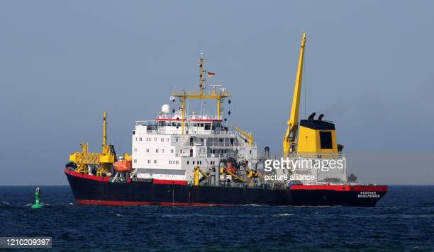 """April 2020, Mecklenburg-Western Pomerania, Rostock: The suction dredger """"Nordsee"""" is working in the sea channel off Warnemünde to eliminate shallows..."""