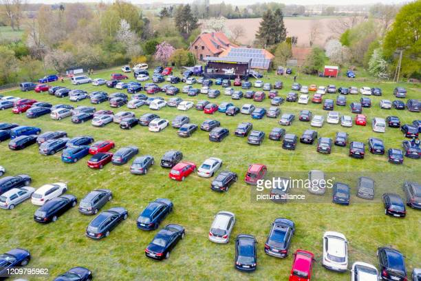 13 April 2020 North RhineWestphalia SonsbeckAchterhoek Cars are standing close together on Easter Monday at a church service in a meadow The sermon...