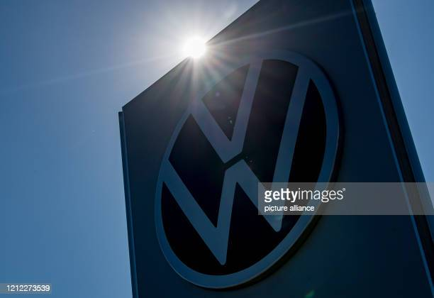 April 2020, Saxony, Zwickau: A large VW logo is located at the entrance to the Volkswagen car plant. Photo: Hendrik Schmidt/dpa-Zentralbild/ZB