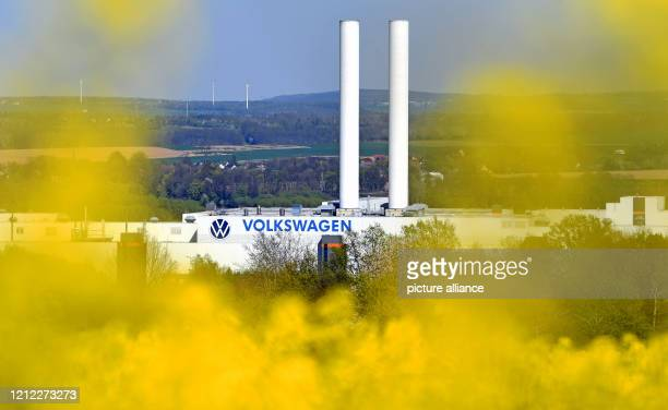 April 2020, Saxony, Zwickau: View of the Volkswagen car plant in Zwickau. Photo: Hendrik Schmidt/dpa-Zentralbild/ZB