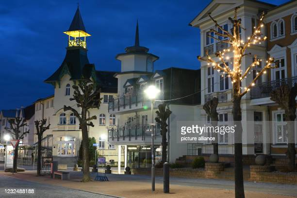 April 2021, Mecklenburg-Western Pomerania, Zinnowitz: The beach promenade in the Baltic resort of Zinnowitz on the island of Usedom is deserted. The...
