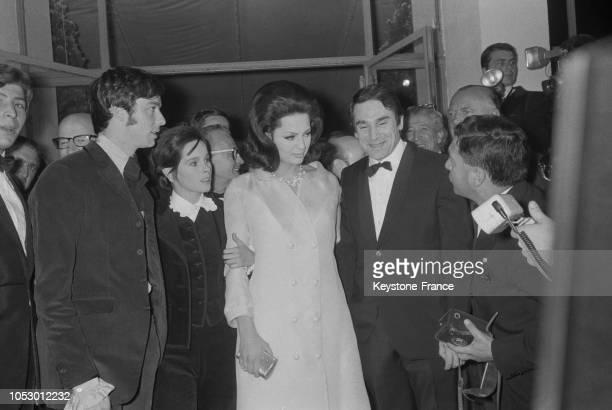 Après la projection du film 'Raspoutine' de gauche à droite Peter McEnery Geraldine Chaplin la princesse Ira de Furstenberg et le metteur en scène...