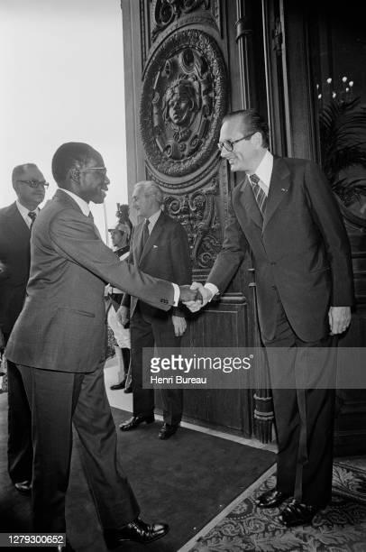 Après la séance plénière de la conférence franco-africaine qui s'est tenue à l'Elysée, le Premier ministre Jacques Chirac a convié les dirigeants...