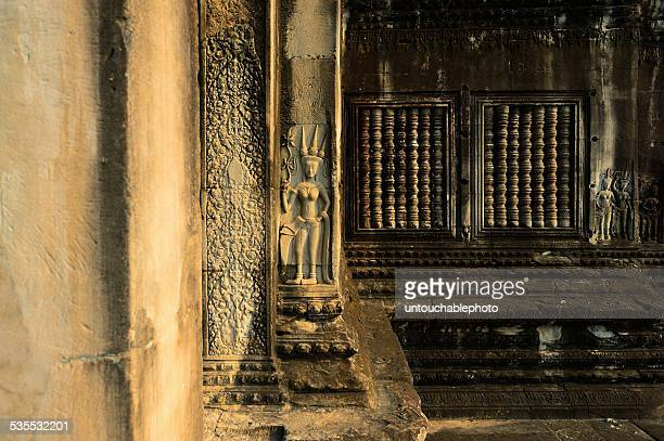 Apsara crafted on the wall of Angkor wat