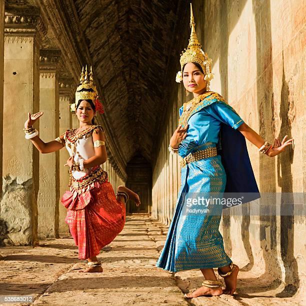 Pose de danse Apsara au temple d'Angkor Vat, Cambodge