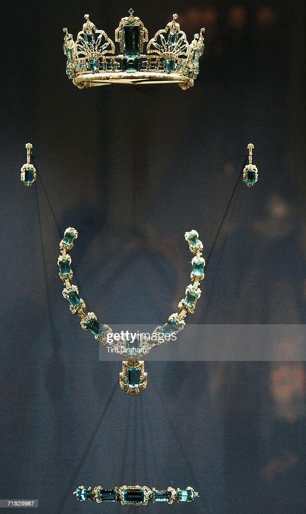 Queen Elizabeth II Dresses & Jewels Exhibition : News Photo