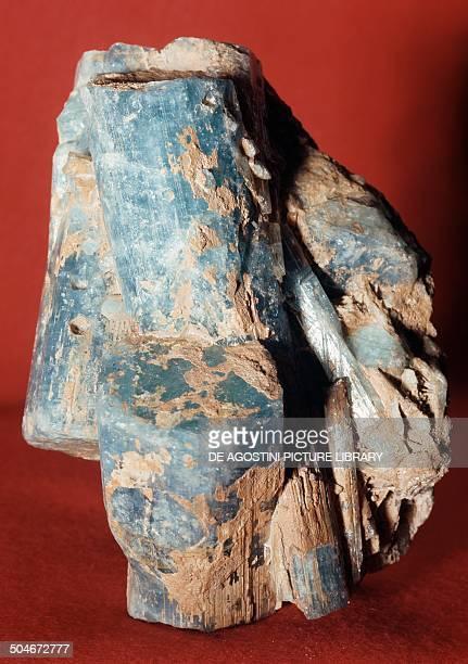 Aquamarine variety of beryl silicate