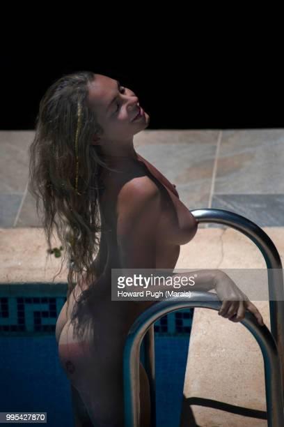 aquamarine water babe - hot babe stock-fotos und bilder