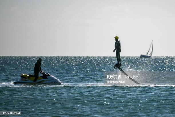 海の水生ジェットパック - プール湾 ストックフォトと画像