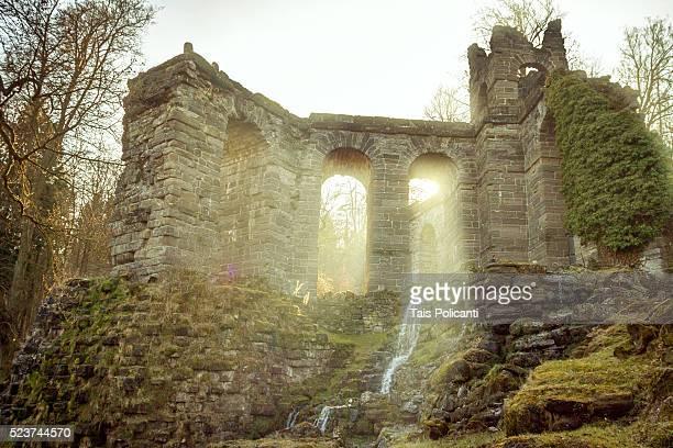 aqu��dukt(aqueduct) in wilhelmsh��he park in kassel, hessen, germany - hessen deutschland stock-fotos und bilder