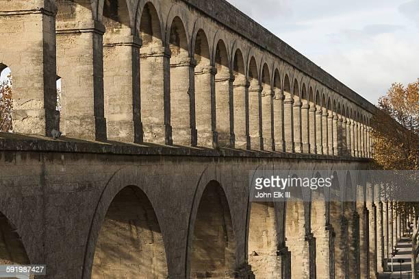 l'aqueduc des arceaux, aqueduct of arches - montpellier stock pictures, royalty-free photos & images